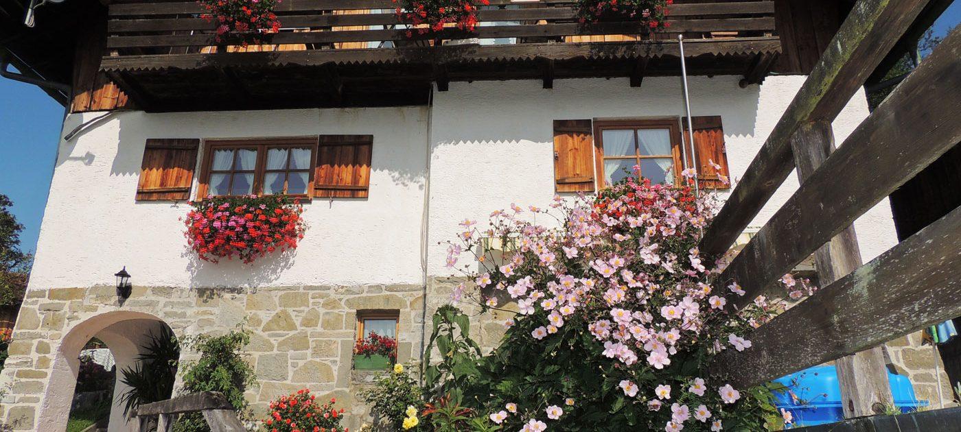 Aussenansicht der Ferienwohnung Berghäusl in Oberau bei Berchtesgaden. Familie Brandner freut sich auf Ihren Aufenthalt.