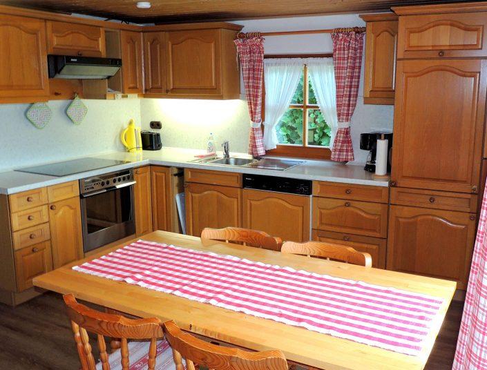 In der Küche der Ferienwohnung Berghäusl in Oberau bei Berchtesgaden finden Sie alles, was Sie für Ihren Aufenhalt benötigen. Familie Brandner freut sich auf Ihren Aufenthalt.