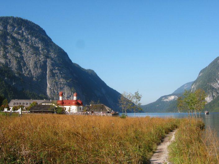 Genießen Sie Ihren Urlaub in der der Ferienwohnung Berghäusl in Oberau bei Berchtesgaden. Ein beliebtes Ausflugsziel ist St. Bartholomä am Königssee.